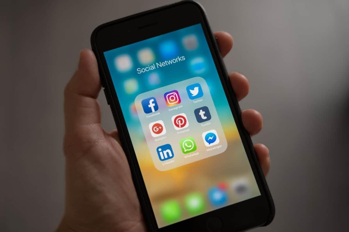 how can I learn English through social media